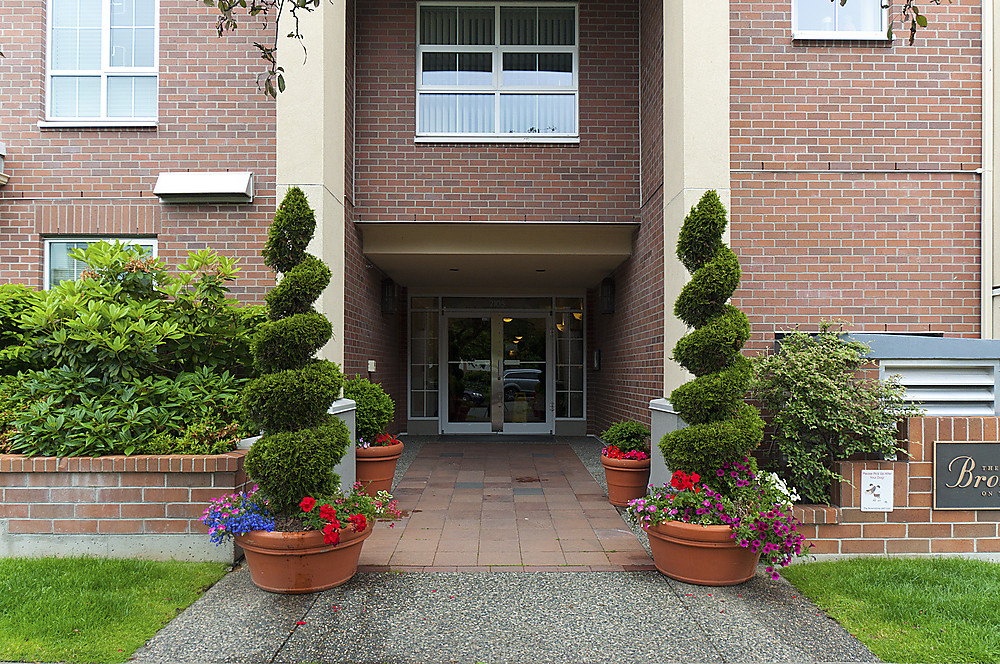 "Photo 3: 411 2105 W 42ND Avenue in Vancouver: Kerrisdale Condo for sale in ""THE BROWNSTONE"" (Vancouver West)  : MLS(r) # V994535"