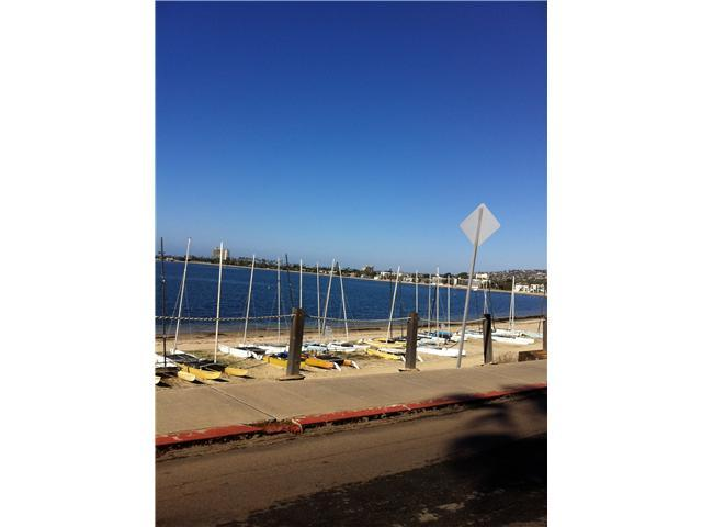 Photo 6: PACIFIC BEACH Condo for sale : 2 bedrooms : 1225 Pacific Beach Drive #2d in San Diego