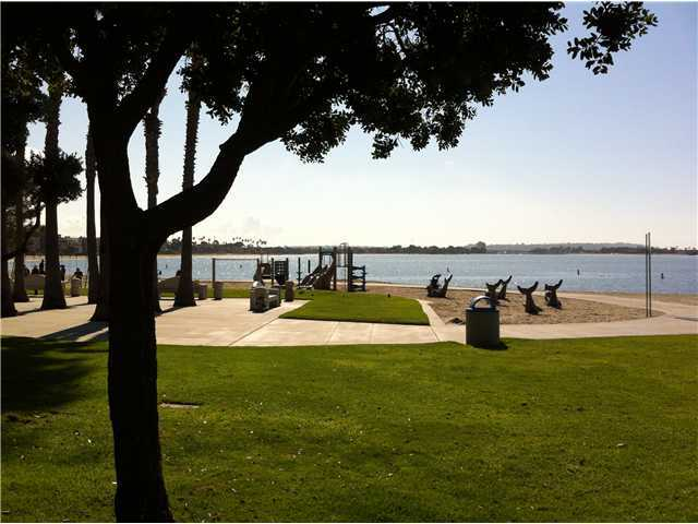 Photo 7: PACIFIC BEACH Condo for sale : 2 bedrooms : 1225 Pacific Beach Drive #2d in San Diego