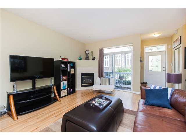 Photo 3: Photos: 212 E 10TH ST in North Vancouver: Central Lonsdale Condo for sale : MLS®# V1061557