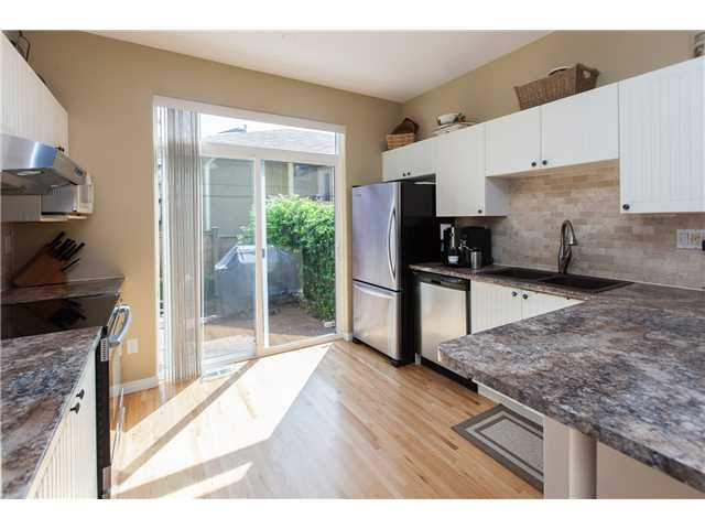 Photo 4: Photos: 212 E 10TH ST in North Vancouver: Central Lonsdale Condo for sale : MLS®# V1061557