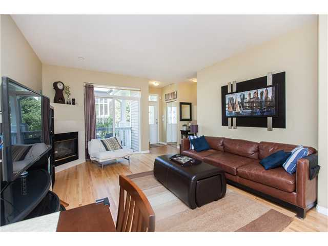 Photo 2: Photos: 212 E 10TH ST in North Vancouver: Central Lonsdale Condo for sale : MLS®# V1061557