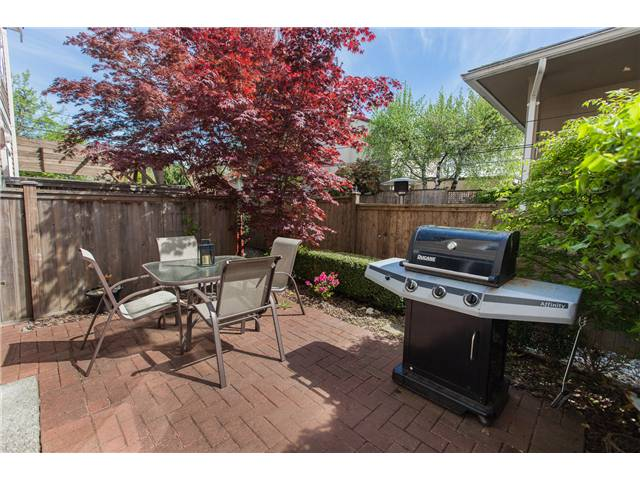Photo 12: Photos: 212 E 10TH ST in North Vancouver: Central Lonsdale Condo for sale : MLS®# V1061557