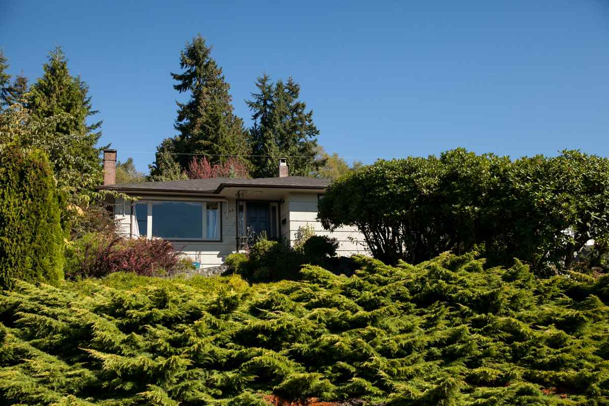 Main Photo: 1135 LAWSON AVENUE in WEST VANC: Ambleside House for sale (West Vancouver)  : MLS®# R2000540