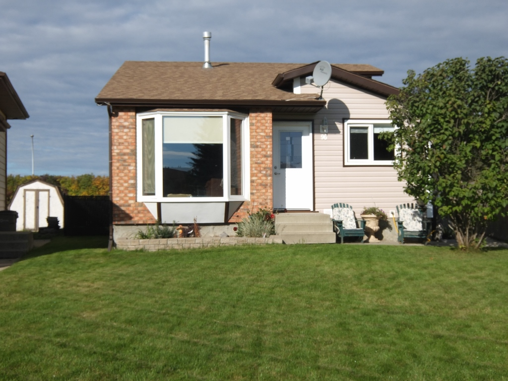 Main Photo: 96 Harolds Hollow in Whitecourt: House for sale : MLS(r) # 41436