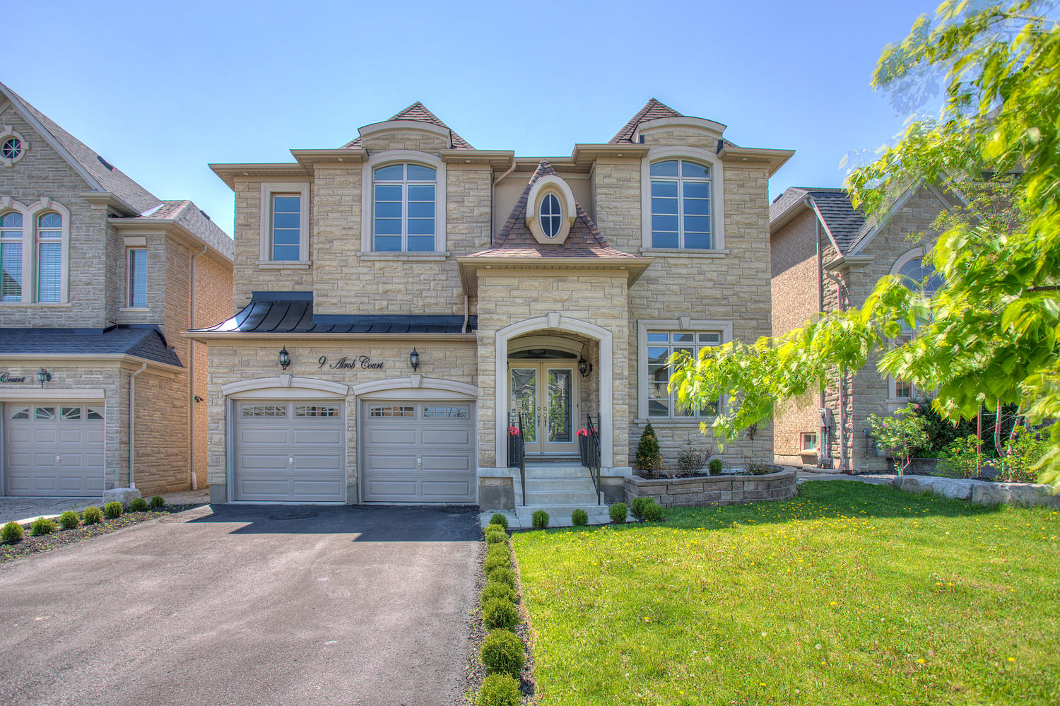 Main Photo: 9 Alrob Crt in Vaughan: Patterson Freehold for sale
