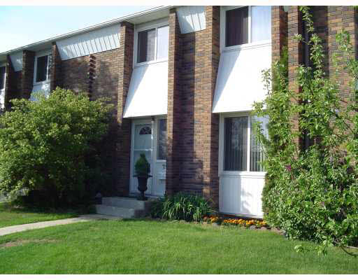 Main Photo: 30 Ridgewood Terrace in St. Albert: Townhouse for rent