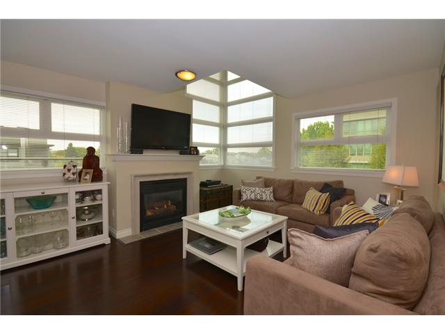 "Main Photo: 406 2181 W 12TH Avenue in Vancouver: Kitsilano Condo for sale in ""THE CARLINGS"" (Vancouver West)  : MLS(r) # V973471"