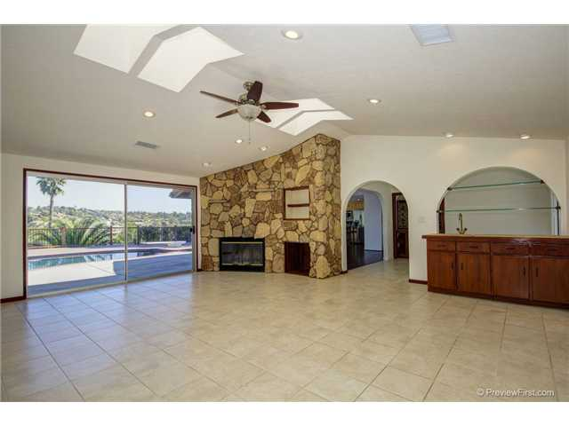 Photo 3: SOUTH ESCONDIDO House for sale : 3 bedrooms : 2494 REILL VIEW Drive in Escondido