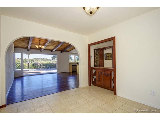Photo 8: SOUTH ESCONDIDO House for sale : 3 bedrooms : 2494 REILL VIEW Drive in Escondido