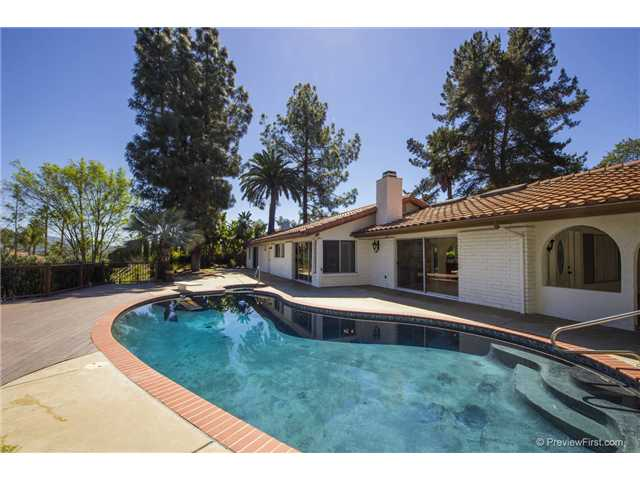 Main Photo: SOUTH ESCONDIDO House for sale : 3 bedrooms : 2494 REILL VIEW Drive in Escondido