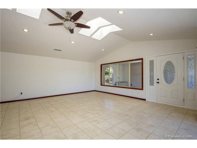 Photo 4: SOUTH ESCONDIDO House for sale : 3 bedrooms : 2494 REILL VIEW Drive in Escondido