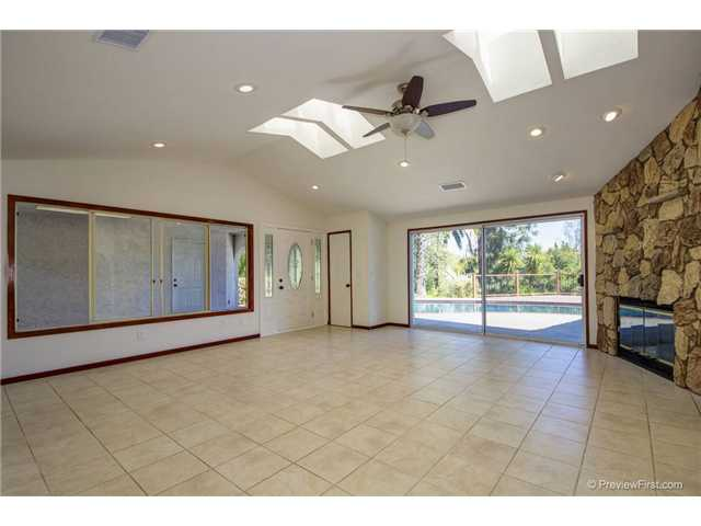 Photo 5: SOUTH ESCONDIDO House for sale : 3 bedrooms : 2494 REILL VIEW Drive in Escondido