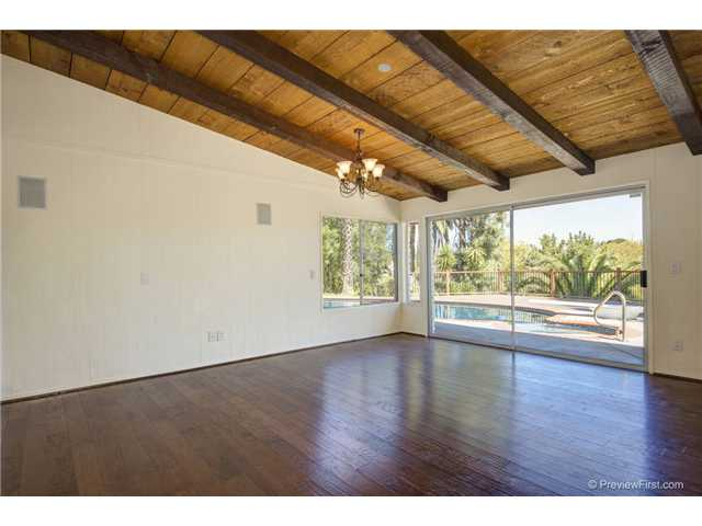 Photo 10: SOUTH ESCONDIDO House for sale : 3 bedrooms : 2494 REILL VIEW Drive in Escondido