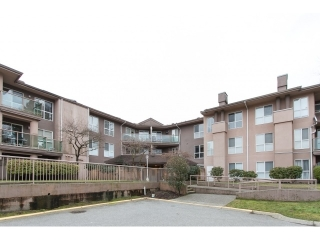 Main Photo: 104 14981 101A AVENUE in Surrey: Guildford Condo for sale (North Surrey)  : MLS(r) # R2026077