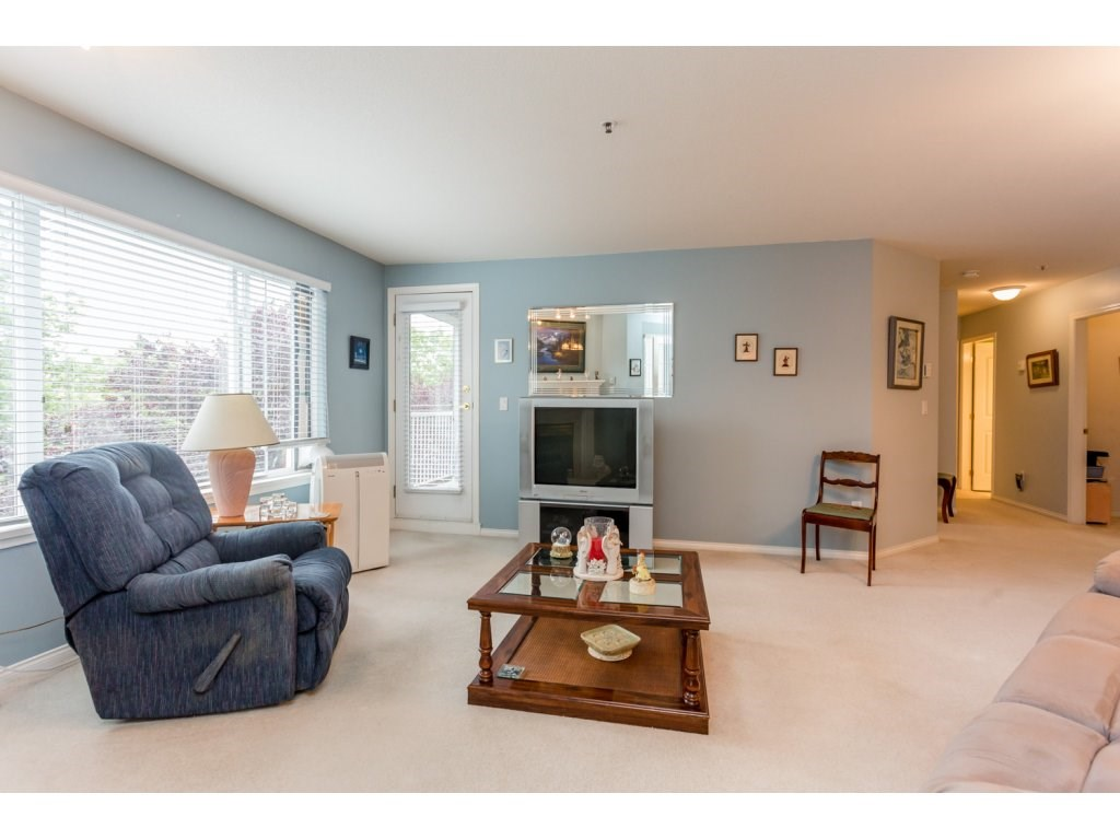 Photo 6: 302 5465 201 STREET in Langley: Langley City Condo for sale : MLS® # R2078441