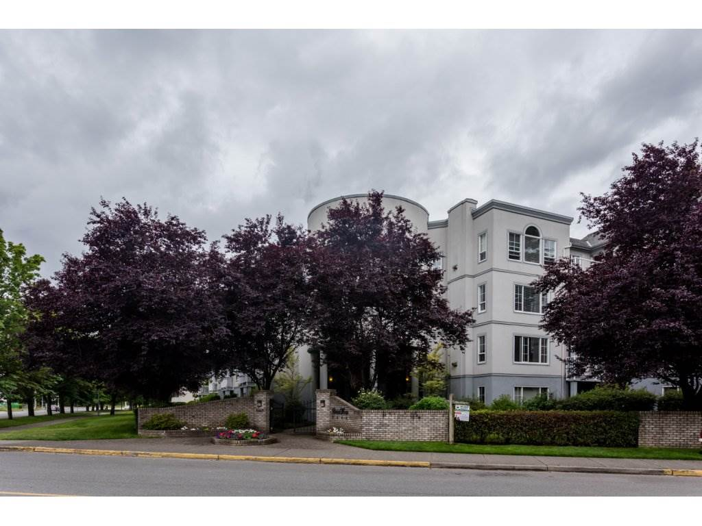 Photo 2: 302 5465 201 STREET in Langley: Langley City Condo for sale : MLS® # R2078441