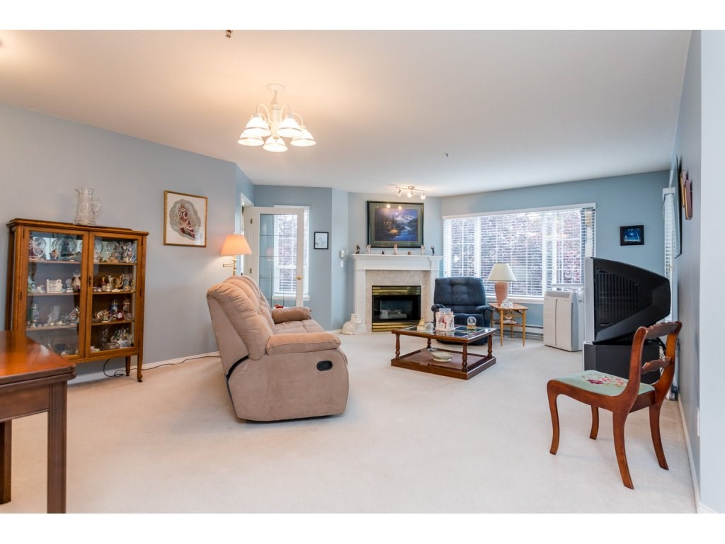 Photo 3: 302 5465 201 STREET in Langley: Langley City Condo for sale : MLS® # R2078441