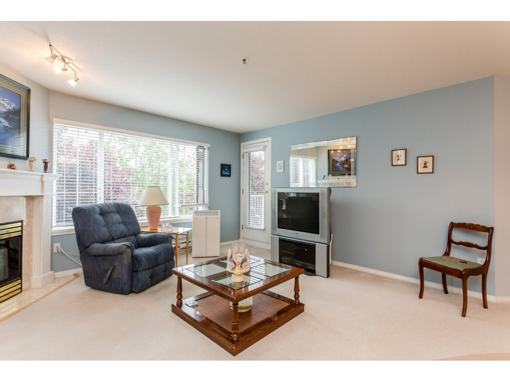 Photo 4: 302 5465 201 STREET in Langley: Langley City Condo for sale : MLS® # R2078441