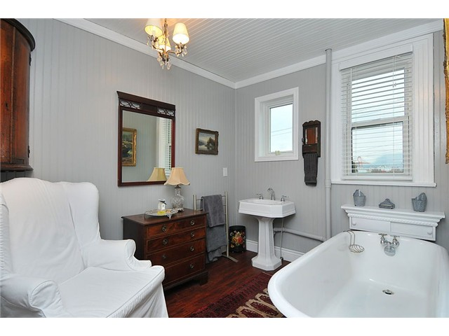 Photo 6: Photos: 1529 FRANCES ST in : Hastings House for sale : MLS® # V874977