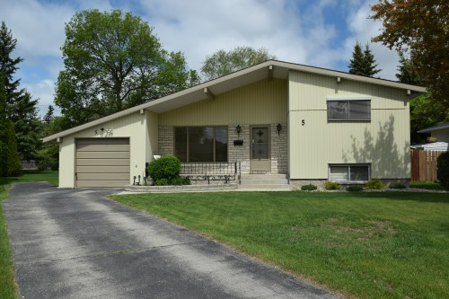 Main Photo: 5 Edderton Bay in Winnipeg: West Fort Garry Single Family Detached for sale (South Winnipeg)  : MLS(r) # 1522135