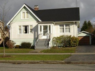 Photo 3: 623 4Th Street in New Westminster: Home for sale