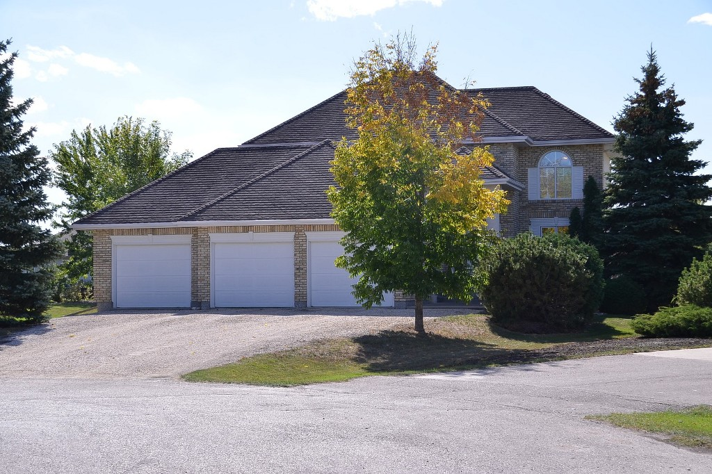 Main Photo: 30 Mulberry Bay in Oakbank: Single Family Detached for sale : MLS® # 1321506