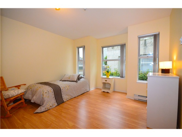 "Photo 5: 307 1035 AUCKLAND Street in New Westminster: Uptown NW Condo for sale in ""Queens Terrace"" : MLS® # V942214"