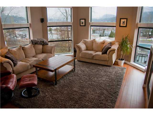 "Main Photo: 4010 84 GRANT Street in Port Moody: Port Moody Centre Condo for sale in ""THE LIGHTHOUSE"" : MLS® # V991918"