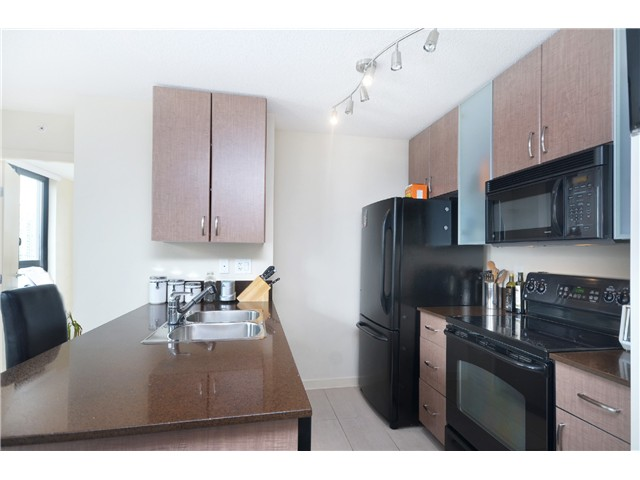 "Photo 2: # 1907 977 MAINLAND ST in Vancouver: Yaletown Condo for sale in ""YALETOWN PARK III"" (Vancouver West)  : MLS® # V1015117"