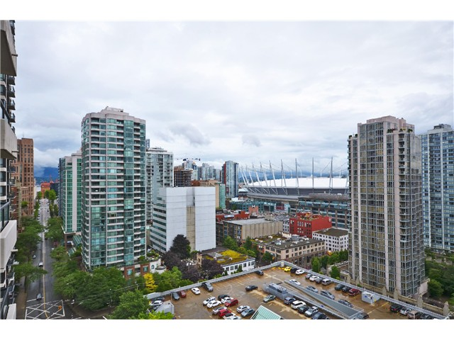 "Photo 8: # 1907 977 MAINLAND ST in Vancouver: Yaletown Condo for sale in ""YALETOWN PARK III"" (Vancouver West)  : MLS® # V1015117"