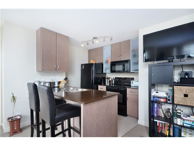 "Photo 3: # 1907 977 MAINLAND ST in Vancouver: Yaletown Condo for sale in ""YALETOWN PARK III"" (Vancouver West)  : MLS® # V1015117"