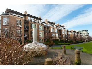 Main Photo: 361 2175 Salal Drive in Vancouver: Kitsilano Condo for sale (Vancouver West)  : MLS® # V1052921