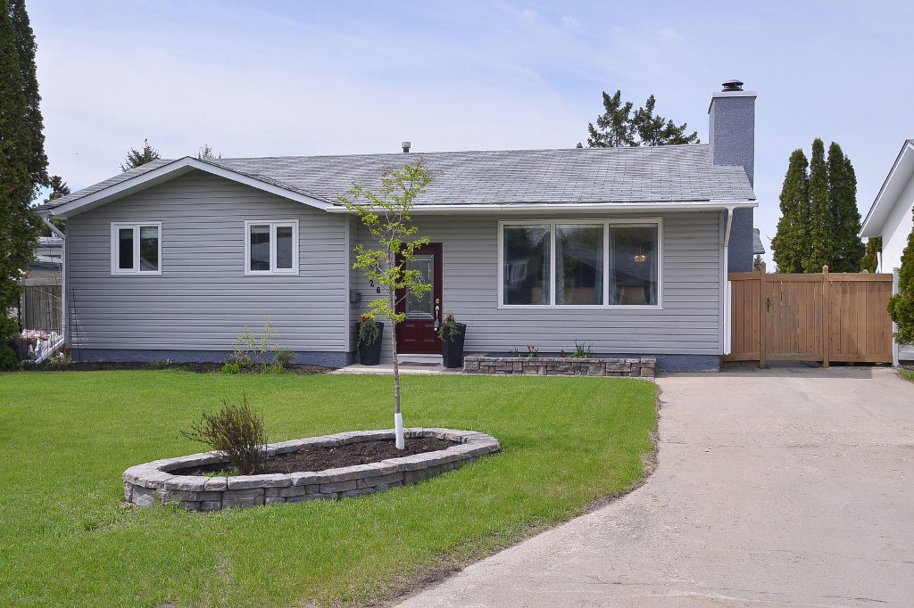 Main Photo: 26 Bramton Street in Winnipeg: Single Family Detached for sale (St. Vital)  : MLS® # 1412554