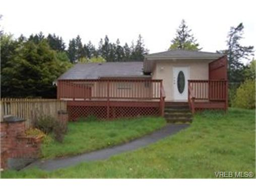 Photo 2: 568 Latoria Road in VICTORIA: Co Latoria Single Family Detached for sale (Colwood)  : MLS® # 228768