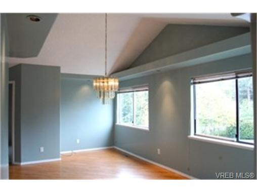 Photo 4: 568 Latoria Road in VICTORIA: Co Latoria Single Family Detached for sale (Colwood)  : MLS® # 228768