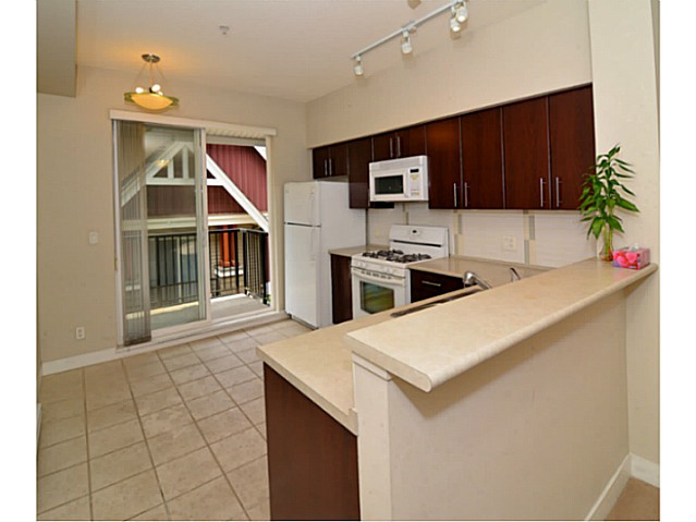 Photo 5: # 6 3298 E 54TH AV in Vancouver: Champlain Heights Condo for sale (Vancouver East)  : MLS(r) # V1080707