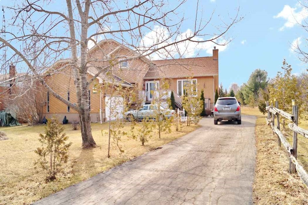 Main Photo: 52 Armitage Ave in Kawartha Lakes: Freehold for sale : MLS®# X3435239