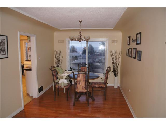 Photo 2: 916 LAUREL Street in New Westminster: The Heights NW House for sale : MLS(r) # V931102