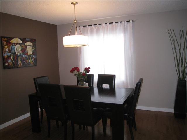 Photo 5: 6628 LAW Drive SW in CALGARY: Lakeview Residential Detached Single Family for sale (Calgary)  : MLS® # C3552508