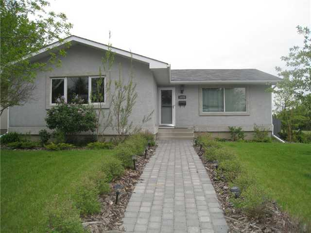 Main Photo: 6628 LAW Drive SW in CALGARY: Lakeview Residential Detached Single Family for sale (Calgary)  : MLS® # C3552508