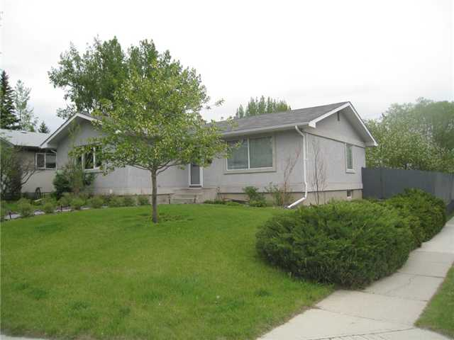 Photo 2: 6628 LAW Drive SW in CALGARY: Lakeview Residential Detached Single Family for sale (Calgary)  : MLS® # C3552508