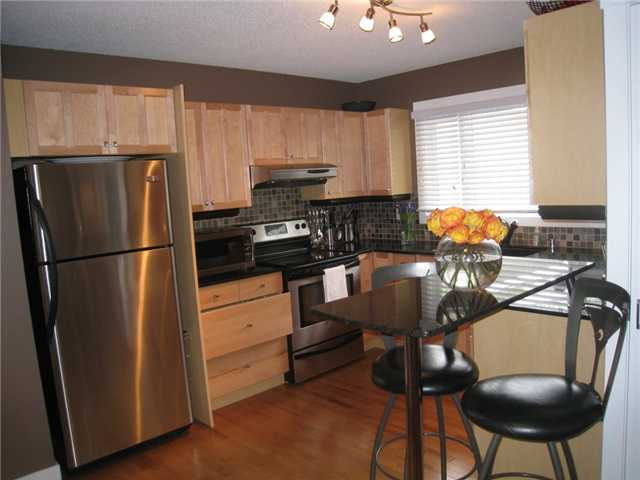 Photo 4: 6628 LAW Drive SW in CALGARY: Lakeview Residential Detached Single Family for sale (Calgary)  : MLS® # C3552508