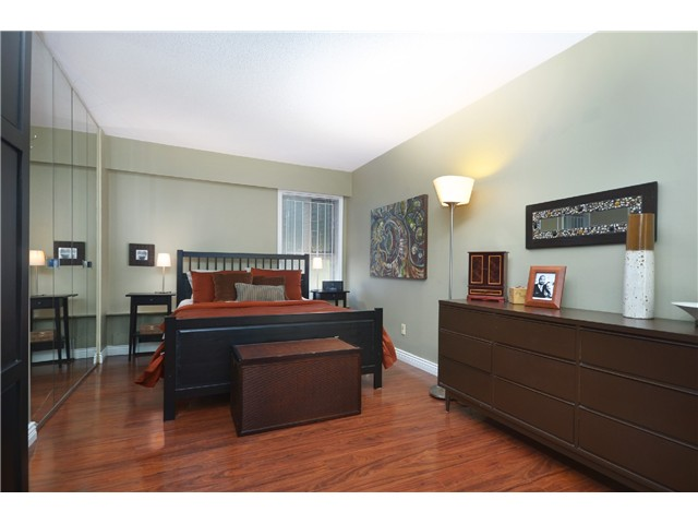 "Photo 8: 104 3264 OAK Street in Vancouver: Cambie Condo for sale in ""THE OAKS"" (Vancouver West)  : MLS(r) # V1002842"