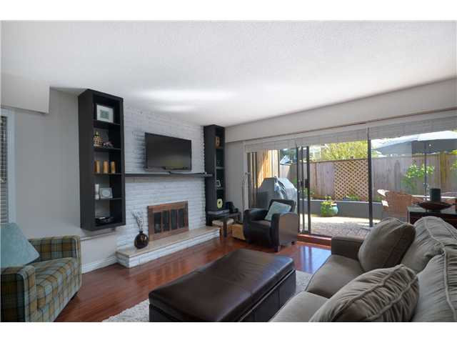 "Photo 4: 104 3264 OAK Street in Vancouver: Cambie Condo for sale in ""THE OAKS"" (Vancouver West)  : MLS(r) # V1002842"