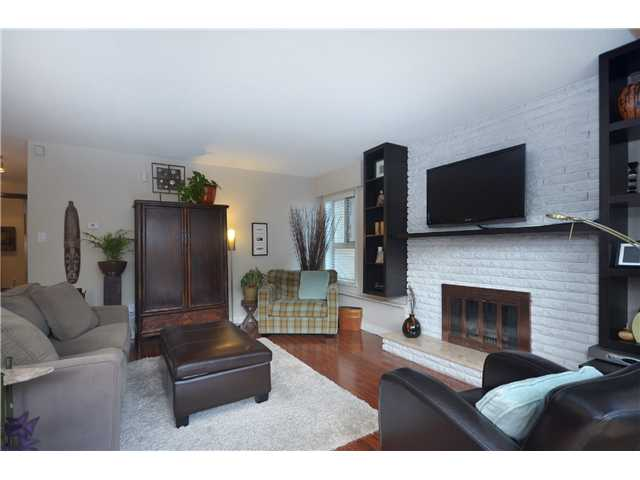 "Photo 3: 104 3264 OAK Street in Vancouver: Cambie Condo for sale in ""THE OAKS"" (Vancouver West)  : MLS(r) # V1002842"