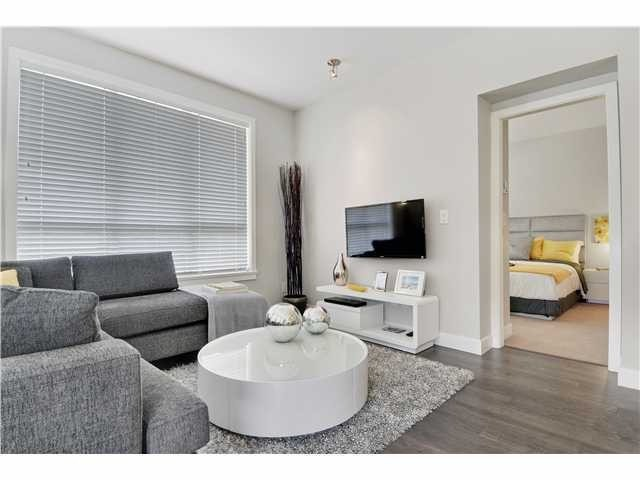 Photo 2: #406 10477 154TH ST in Surrey: Guildford Condo for sale (North Surrey)  : MLS® # F1436591
