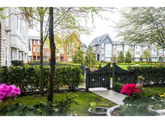 Photo 3: 118 2418 AVON PLACE in Port Coquitlam: Riverwood Townhouse for sale : MLS® # R2153308