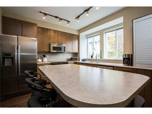 Photo 6: 118 2418 AVON PLACE in Port Coquitlam: Riverwood Townhouse for sale : MLS® # R2153308