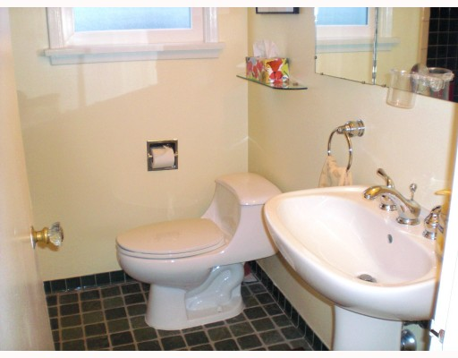 Photo 7: 331 HOLMES ST in : The Heights NW House for sale : MLS® # V810441